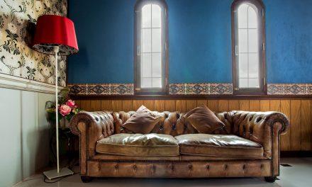 4 astuces pour retaper un vieux canapé et le rendre tendance