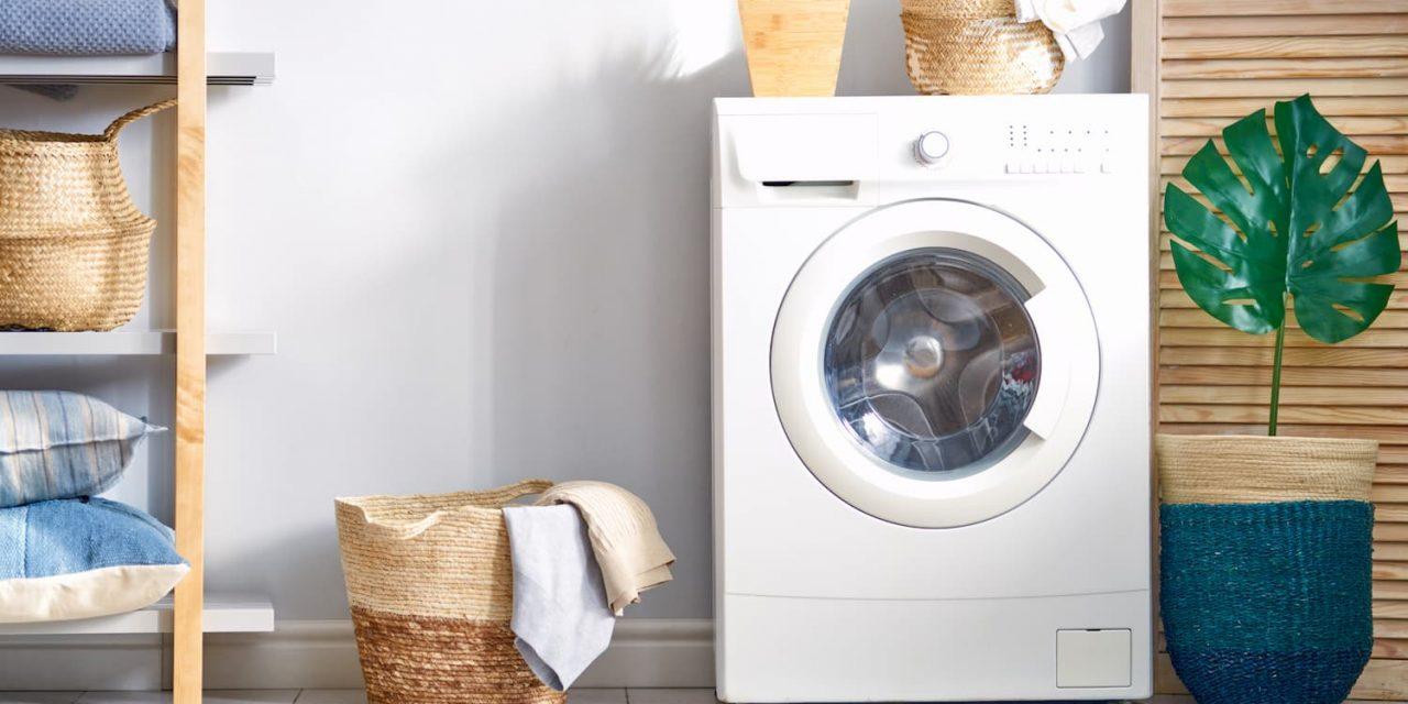 Comment baisser l'empreinte carbone de ses lessives : 6 gestes à adopter.